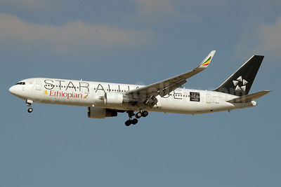 Ethiopian Airlines Boeing 767-360 ER ET-ALO (msn 33768) (Star Alliance - 15 Years) DXB (Paul Denton). Image: 910939.