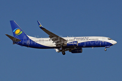 RwandAir Boeing 737-84Y WL 9XR-WF (msn 40892) JNB (Paul Denton). Image: 910129.