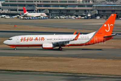 Jeju Air Boeing 737-8BK WL HL8261 (msn 30624) FUK (Nik French). Image: 922333.