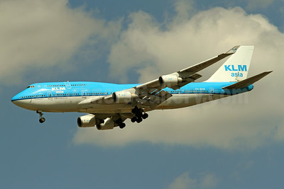KLM Asia (KLM Royal Dutch Airlines) Boeing 747-406 PH-BFM (msn 26373) IAD (Brian McDonough). Image: 923343.