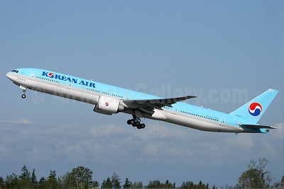 Korean Air Boeing 777-3B5 ER HL8210 (msn 40377) PAE (Nick Dean). Image: 905196.
