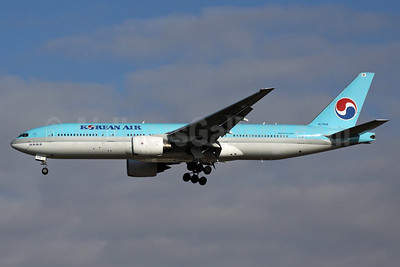Korean Air Boeing 777-2B5 ER HL7526 (msn 27947) NRT (Michael B. Ing). Image: 901572.