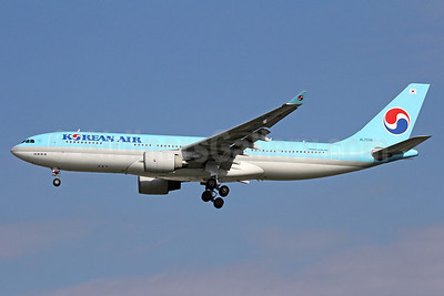 Korean Air Airbus A330-223 HL7539 (msn 226) NRT (Michael B. Ing). Image: 912444.
