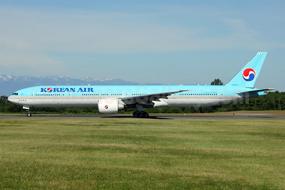 Korean Air Boeing 777-3B5 ER HL8275 (msn 37651) PAE (Nick Dean). Image: 912580.