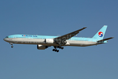 Korean Air Boeing 777-3B5 HL7573 (msn 27952) NRT (Michael B. Ing). Image: 901576.