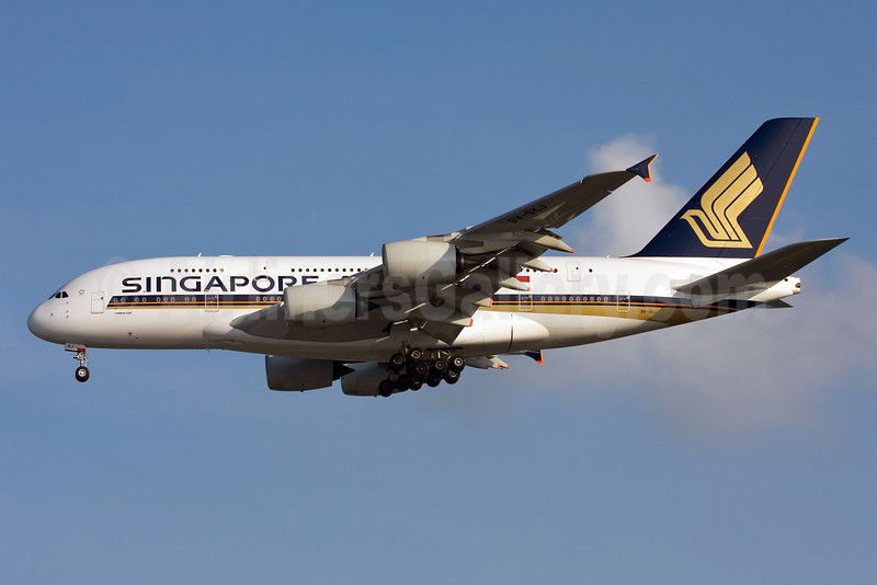 Singapore Airlines Airbus A380-841 9V-SKJ (msn 045) SIN (Ole Simon). Image: 905252.