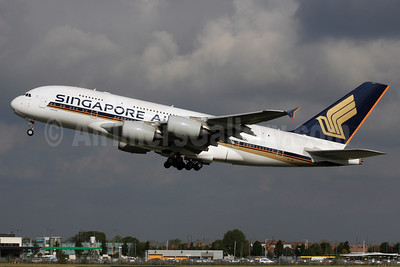 Singapore Airlines Airbus A380-841 9V-SKI (msn 034) LHR (SPA). Image: 927802.