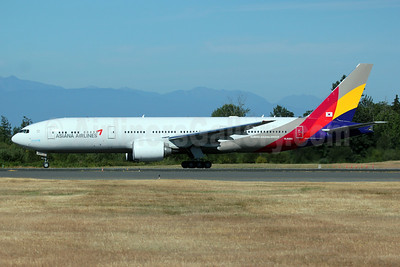 Asiana Airlines Boeing 777-28E ER HL8284 (msn 40199) PAE (Nick Dean). Image: 913279.