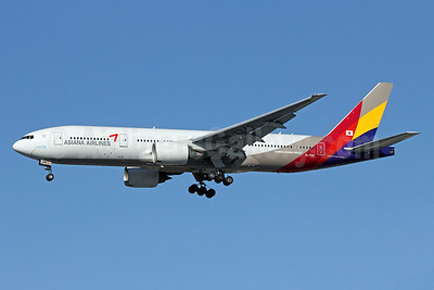 Asiana Airlines Boeing 777-28E ER HL7742 (msn 29171) LAX (Michael B. Ing). Image: 910892.