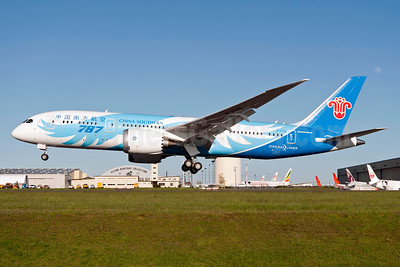 China Southern Airlines Boeing 787-8 Dreamliner B-2725 (msn 34923) PAE (Royal S. King). Image: 911976.