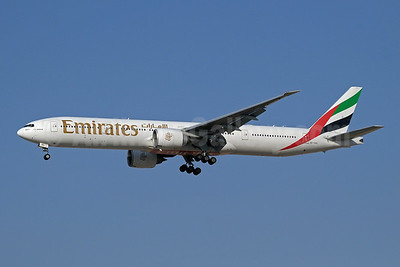 Emirates Airline Boeing 777-31H ER A6-EBD (msn 33501) DXB (Paul Denton). Image: 910139.