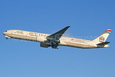Etihad Airways Boeing 777-3FX ER A6-ETK (msn 39686) (Abu Dhabi Grand Prix 2012) LHR (Keith Burton). Image: 911902.