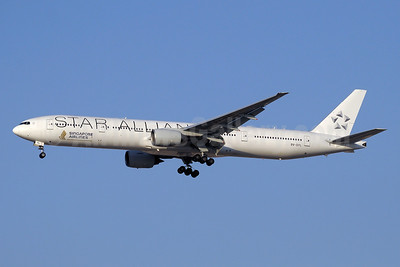Singapore Airlines Boeing 777-312 9V-SYL (msn 33376) (Star Alliance) DXB (Paul Denton). Image: 910604.