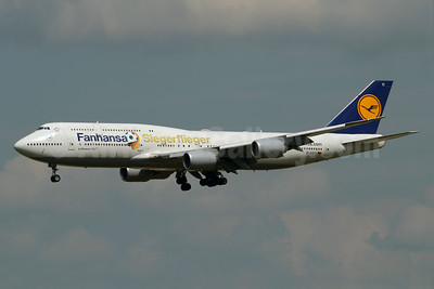 "Lufthansa's ""Siegerflieger"" brings the winning German World Cup team home"
