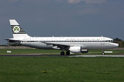 Aer Lingus-Irish International Airbus A320-214 EI-DVM (msn 4634) (1963 retrojet) DUB (Jay Selman). Image: 402233.