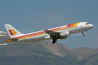 http://airlinersgallery.smugmug.com/Airlines-Europe/Iberia-Lineas-Aereas-de-Espana/i-w2VwfL4/0/S/Iberia%20A320-200%20EC-HDK%20%2877%29%28Tko%29%20GVA%20%28PDN%29%2846%29-S.jpg