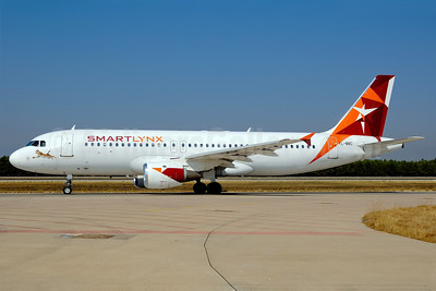 SmartLynx Airlines (Latvia) Airbus A320-211 YL-BBC (msn 142) AYT (Ton Jochems). Image: 907247.