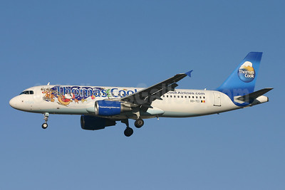 Thomas Cook Airlines Airbus A320-214 OO-TCI (msn 1975) (Santa Claus) LGW (Terry Wade). Image: 904917.