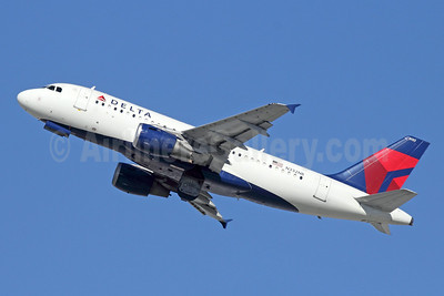 Delta Air Lines Airbus A319-114 N332NB (msn 1570) LAX (Michael B. Ing). Image: 921470.