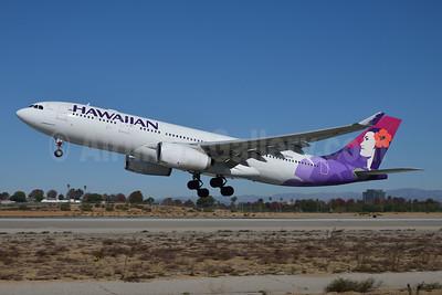 Hawaiian Airlines Airbus A330-243 N381HA (msn 1114) LAX (Roy Lock). Image: 910085.