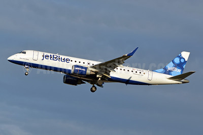 JetBlue Airways Embraer ERJ 190-100 IGW N318JB (msn 19000364) (Blueberries) CLT (Jay Selman). Image: 402350.