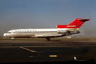 Northwest Orient Airlines Boeing 727-51 N470US (msn 18806) LGA (Bruce Drum). Image: 103159.