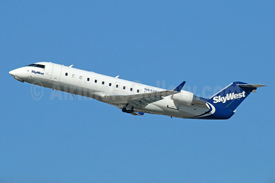 SkyWest Airlines (USA) Bombardier CRJ200 (CL-600-2B19) N652BR (msn 7429) LAX (Michael B. Ing). Image: 921539.