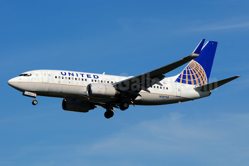 United Airlines Boeing 737-724 WL N39728 (msn 28944) LAX (Ton Jochems). Image: 911655.