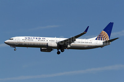 United Airlines Boeing 737-924 ER WL N69818 (msn 42177) (One Hundred) DCA (Brian McDonough). Image: 922594.