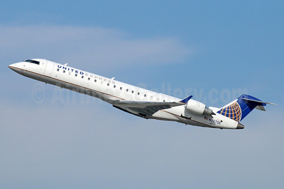 United Express-SkyWest Airlines Bombardier CRJ700 (CL-600-2C10) N707SK (msn 10003) LAX (Michael B. Ing). Image: 922117.