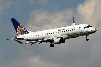 River approach of SkyWest's new E175 for United Express