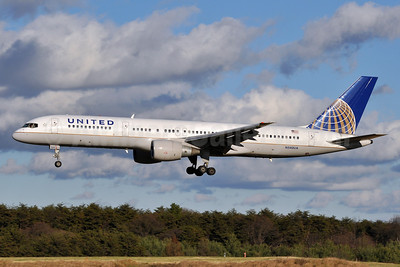 United Airlines Boeing 757-222 N540UA (msn 25252) BWI (Tony Storck). Image: 910769.