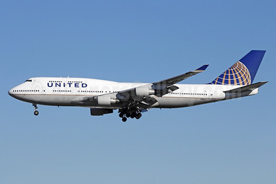 United Airlines Boeing 747-422 N127UA (msn 28813) LAX (Michael B. Ing). Image: 910642.