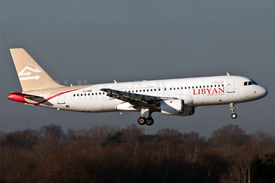 Libyan Airlines (Nouvelair) Airbus A320-212 TS-INN (msn 793) MAN (Rob Skinkis). Image: 910264.