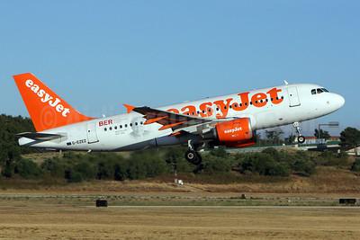 easyJet (easyJet.com) (UK) Airbus A319-111 G-EZEZ (msn 2360) LIS (Pedro Baptista). Image: 909009.
