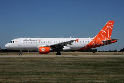 Iceland Express Airbus A320-214 OK-LEE (msn 2719) (Holidays colors) BLQ (Marco Finelli). Image: 908591.