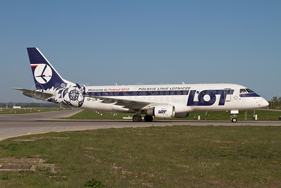LOT Polskie Linie Lotnicze (LOT Polish Airlines) Embraer ERJ 170-200LR (ERJ 175) SP-LIA (msn 17000125) (Welcome to Poland-Euro 2012) MUC (Arnd Wolf). Image: 908255.