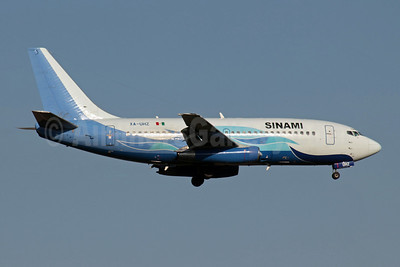 Sinami (Global Air) (Mexico) Boeing 737-201 XA-UHZ (msn 21816) SCL (Alvaro Romero). Image: 909644.