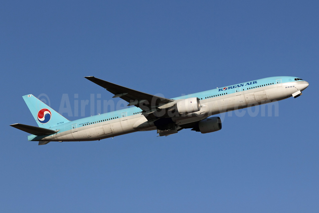 Korean Air Boeing 777-3B5 HL7534 (msn 27950) NRT (Michael B. Ing). Image: 906591.