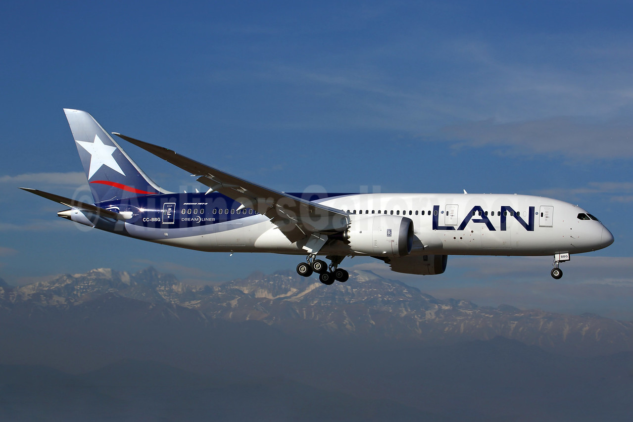 LAN Airlines (Chile) Boeing 787-8 Dreamliner CC-BBG (msn 38477) SCL (Rob Finlayson). Image: 924350.
