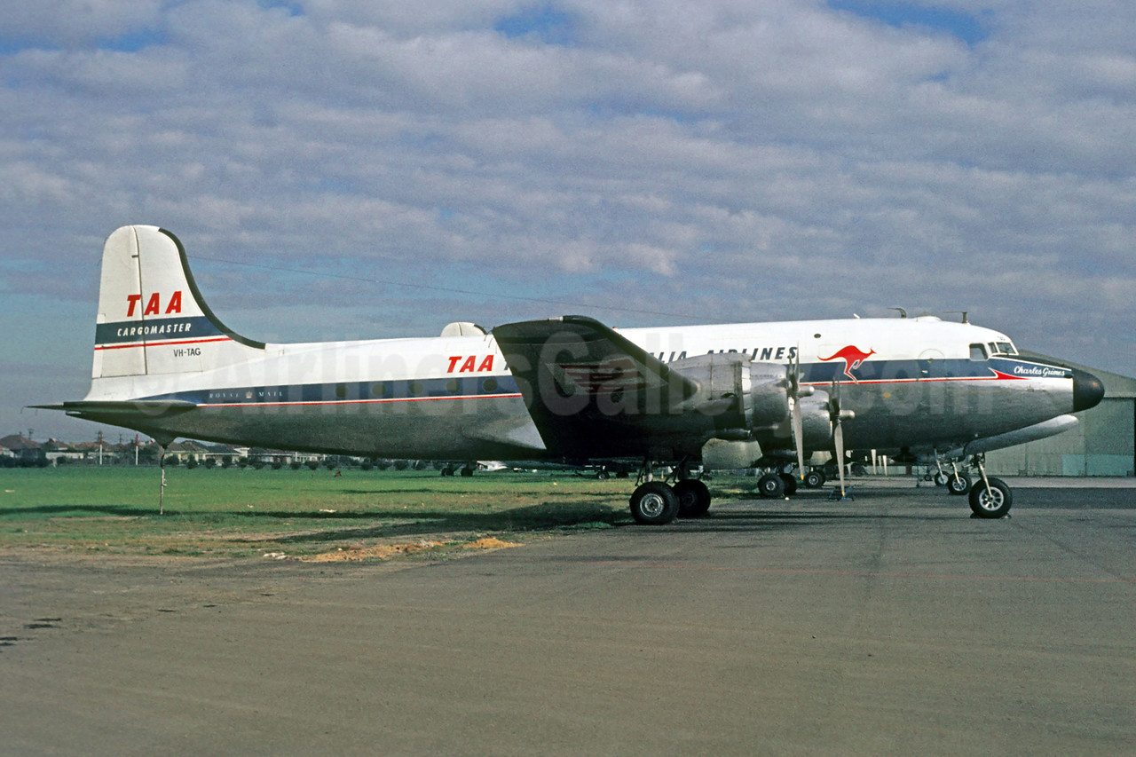 Trans Australia Airlines-TAA Douglas C-54B-DO Skymaster (DC-4) VH-TAG (msn 27245) MEL (Jacques Guillem Collection). Image: 927698.