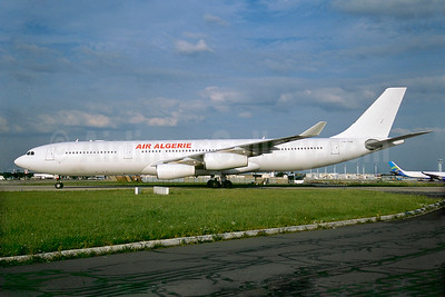 Air Algerie (HiFly) Airbus A340-313 CS-TQM (msn 117) ORY (Jacques Guillem). Image: 932647.