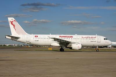 Tunisair Airbus A320-211 TC-IMP (msn 1700) LHR. Image: 929006.