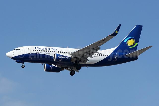 RwandAir Boeing 737-7K5 WL 9XR-WK (msn 30726) JNB (Jonathan Druion). Image: 946042.