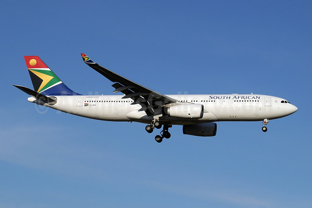 South African Airways Airbus A330-243 ZS-SXV (msn 1249) JNB (Paul Denton). Image: 910169.