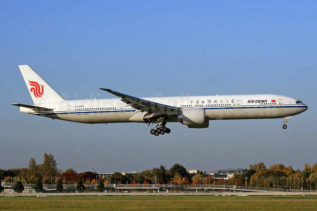Air China Boeing 777-39L ER B-2086 (msn 38667) LHR (SPA). Image: 930235.