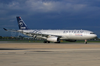 China Eastern Airlines Airbus A330-243 B-5949 (msn 1537) (SkyTeam) LHR. Image: 932761.