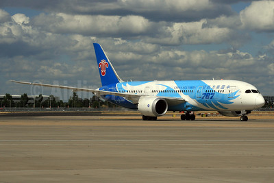 China Southern Airlines Boeing 787-8 Dreamliner B-2726 (msn 34924) LHR. Image: 928696.
