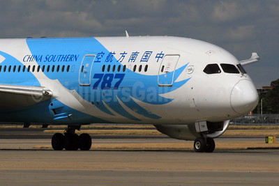 China Southern Airlines Boeing 787-8 Dreamliner B-2726 (msn 34924) LHR. Image: 928697.