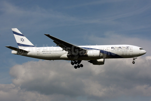 El Al Israel Airlines Boeing 777-258 ER 4X-ECC (msn 30833) LHR (SPA). Image: 930028.